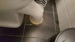 Achterwand Hangend Toilet : Toilet verbouwen in breda besteed het uit aan een vakman uit de